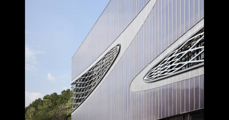 Car grids served as inspiration for the design of the car park facade
